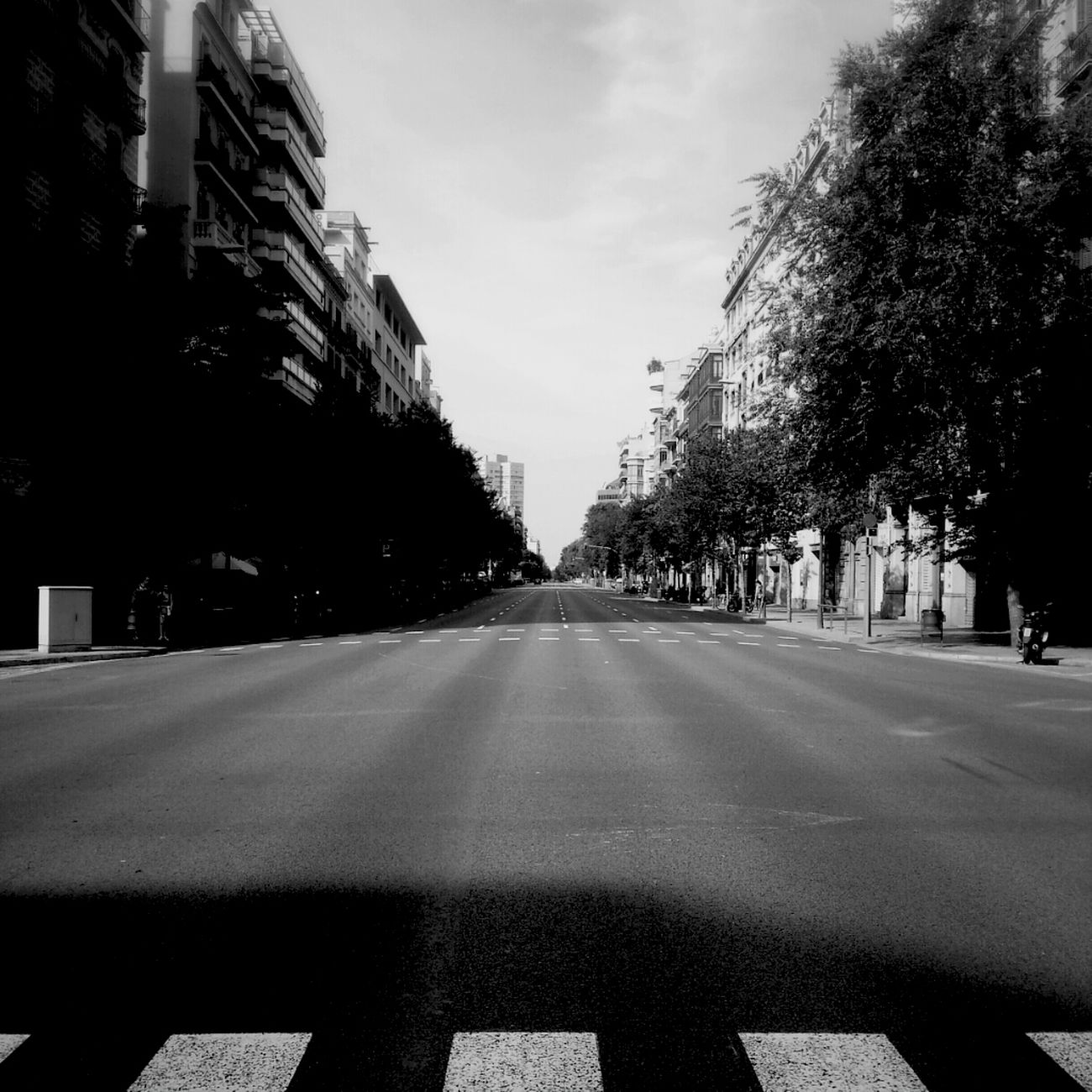 Streetphotography City Barcelona Silence Bw Streetphoto_bw Blanco Y Negro Science Fiction Lonlyness Mi Serie Barcelona