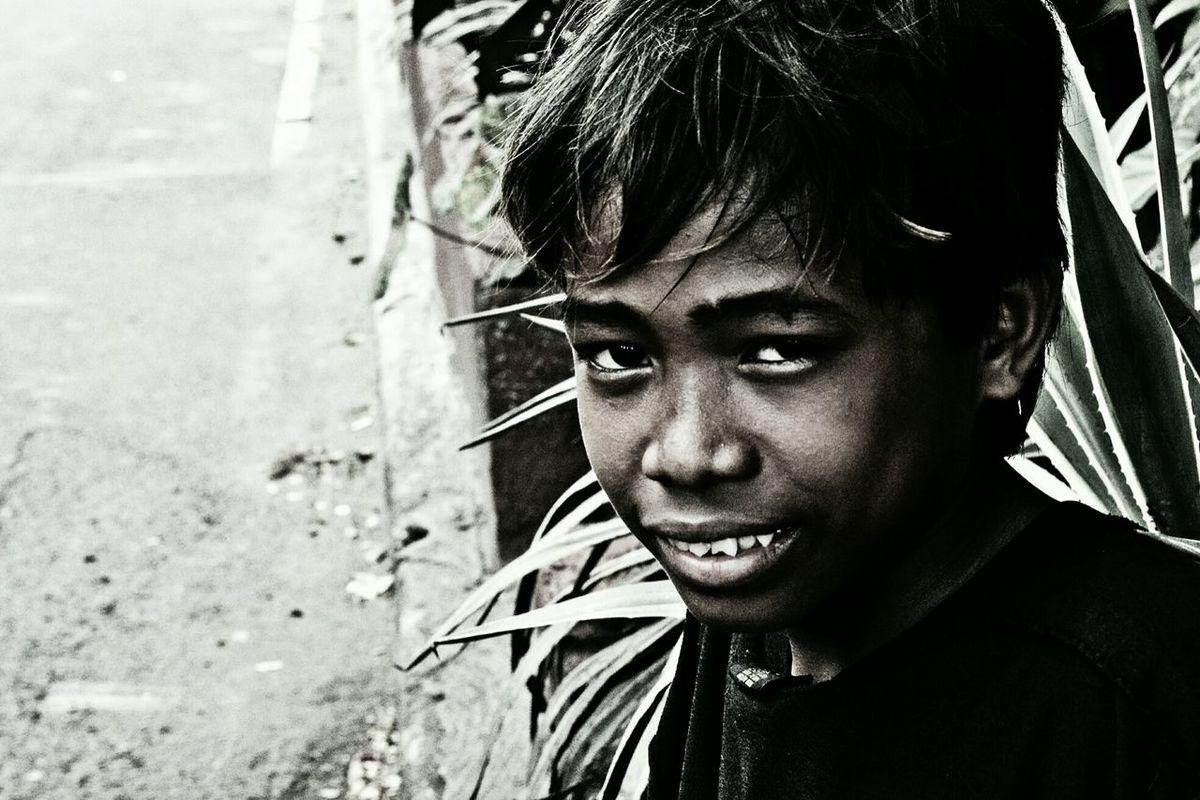 Tracing up what poverty is... Learn & Shoot: Simplicity EyeEm EyeEm Best Shots EyeEmbestshots EyeEm Gallery EyeEm Best Shots - Black + White Fashionphotography ILoveMyCity Ilovemycountry The Great Outdoors - 2015 EyeEm Awards Streetphotographywannabe Eyemphotography Nationalism EyeEmBestPics Blackandwhite Street Fashion Light And Shadow Happiness Photography Forever Eradicate Poverty Poverty ProudCitizen Philippine Poverty Helping Hand