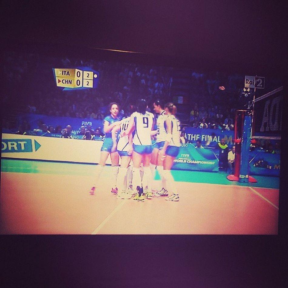 E andiamo, questa è l'Italia da tifare!!!!!!!!!!!!!!!! Volley Pallavvolo Women Femminile Italy Italia China China Semifinals Semifinali WorldChamps Mondiali