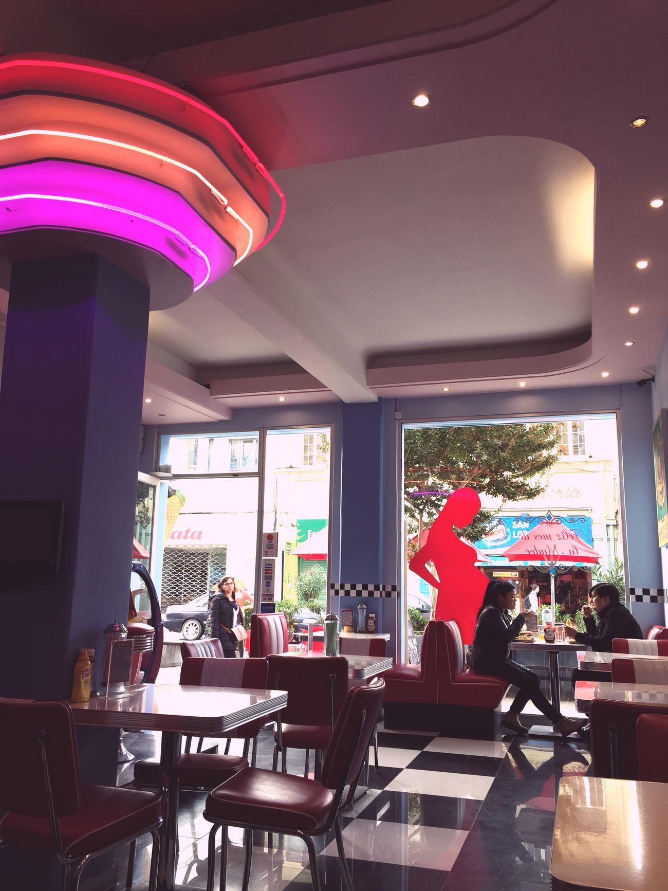 En Rockola 😗 Comiendo Con Mi Monita Waffles!! *3*