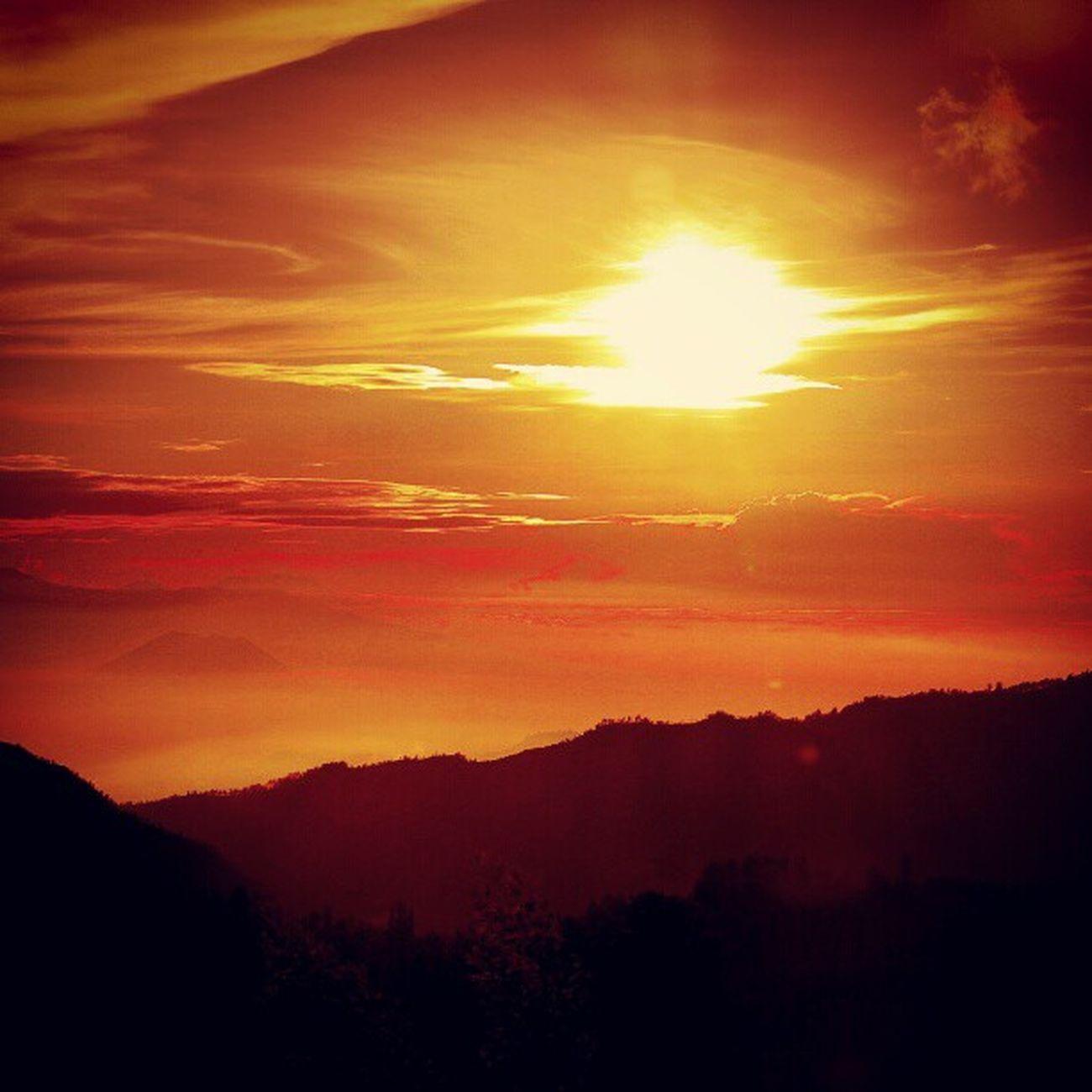 Sunrise di Bromo Upload bersama @instanusantara Inub0723 Instanusantarapalingindonesia Instanusantaramalang Ic_landscape Sunrise_madness Bromo Igelinesia