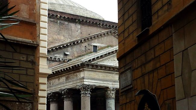 Monumental  Arquitecture Roma Pantheon Architectural Detail Arquitecturephotography Surprise POV Ancient City Citycorner Greatcity Perspective