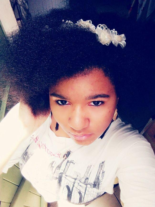 Young... Lightmakeup Womanselfie Profoundlipgloss Selfie Nohairdressing