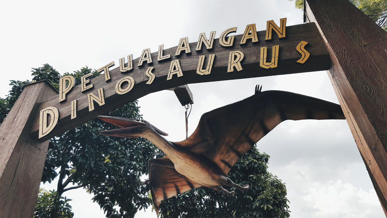 Tourism Low Angle View Architecture Famous Place Travel Destinations Built Structure Travel Sky History Clear Sky Dinosaur Reptile Archeology Jurassic Park Pterodactyl Pterosaur Pteranodon Amusement Park