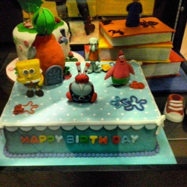 manam mikham !! oon kafshe koochik ro oon paiin rast bebin !! hame ina keyk hastan ! Keyk کيک Cake Nice Patrik Book Shoose کفش عالي پاتريک باب اسفنجي @sepehr7 @ehsanseyedi74 @sinasaneii76