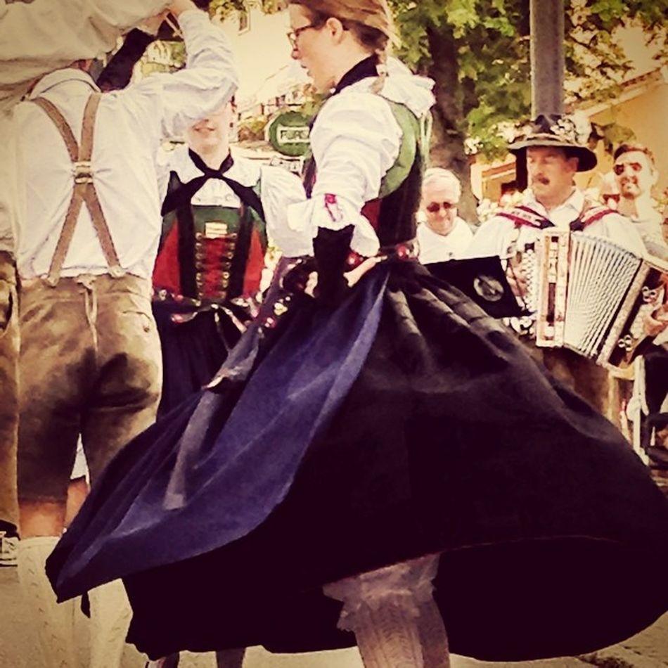 #Corvara #giovediinpaese #ballo #tradizione #exploreyourway #altabadia #alps #dolomites #traditionaldance #fun #lifelessordinary #lifeisbeautiful #iphonography