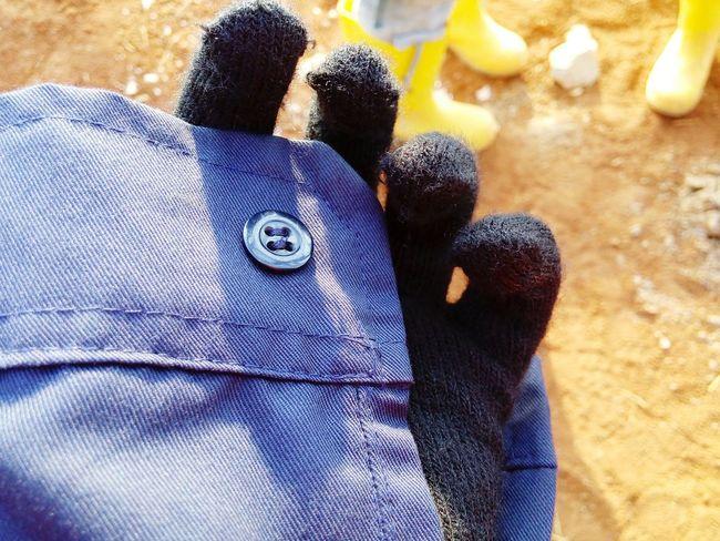 Sun kissed skin 🌞🌞🌞 Good Morning Sunkissedskin Contructionwork Tetrapaknewfactoryproject Gloves