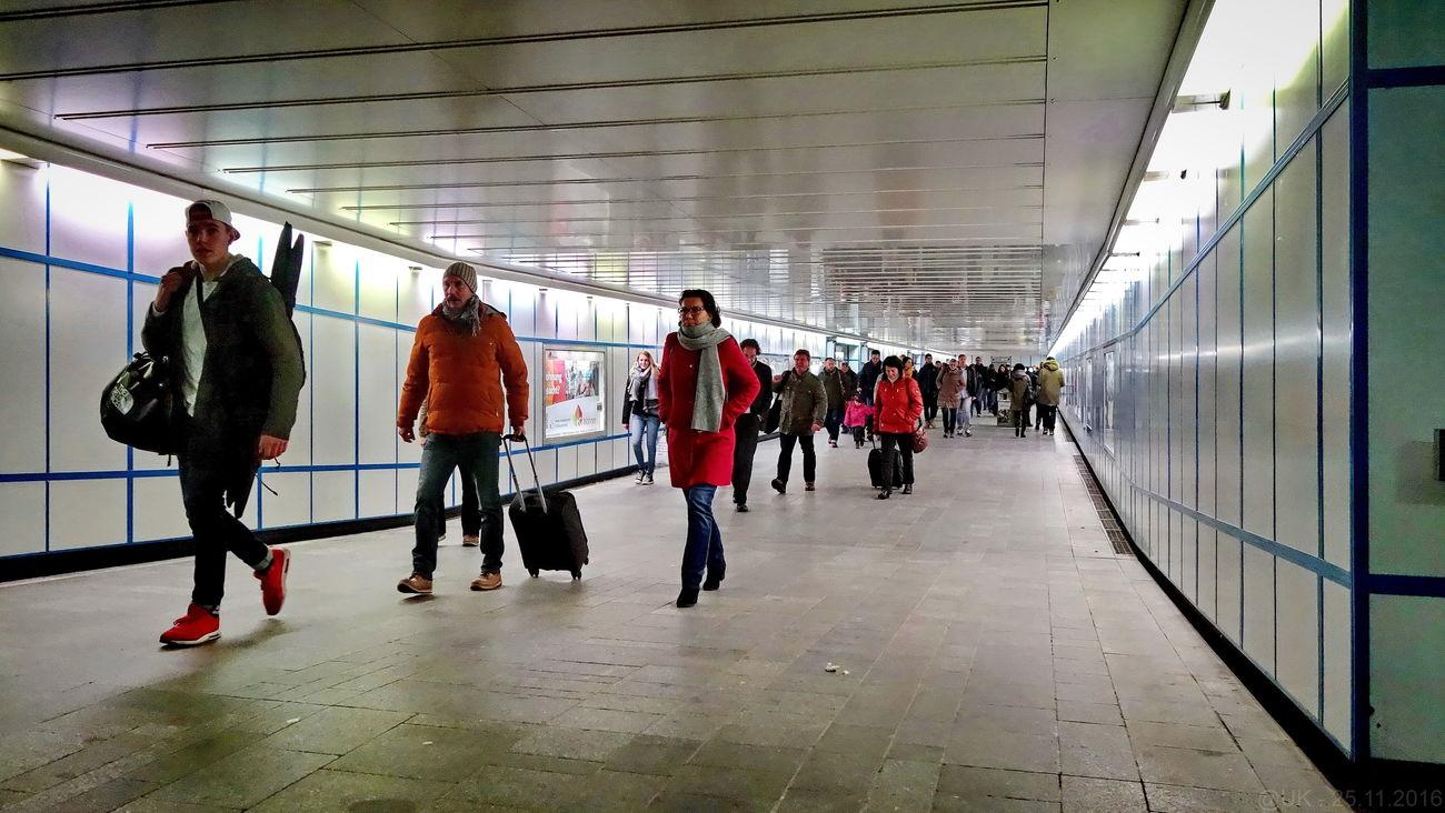 Cottbuser Bahnhofstunnel Architecture Bahnhof Indoors  Innenansicht People Personen Tunnel Tunnel View Walking First Eyeem Photo