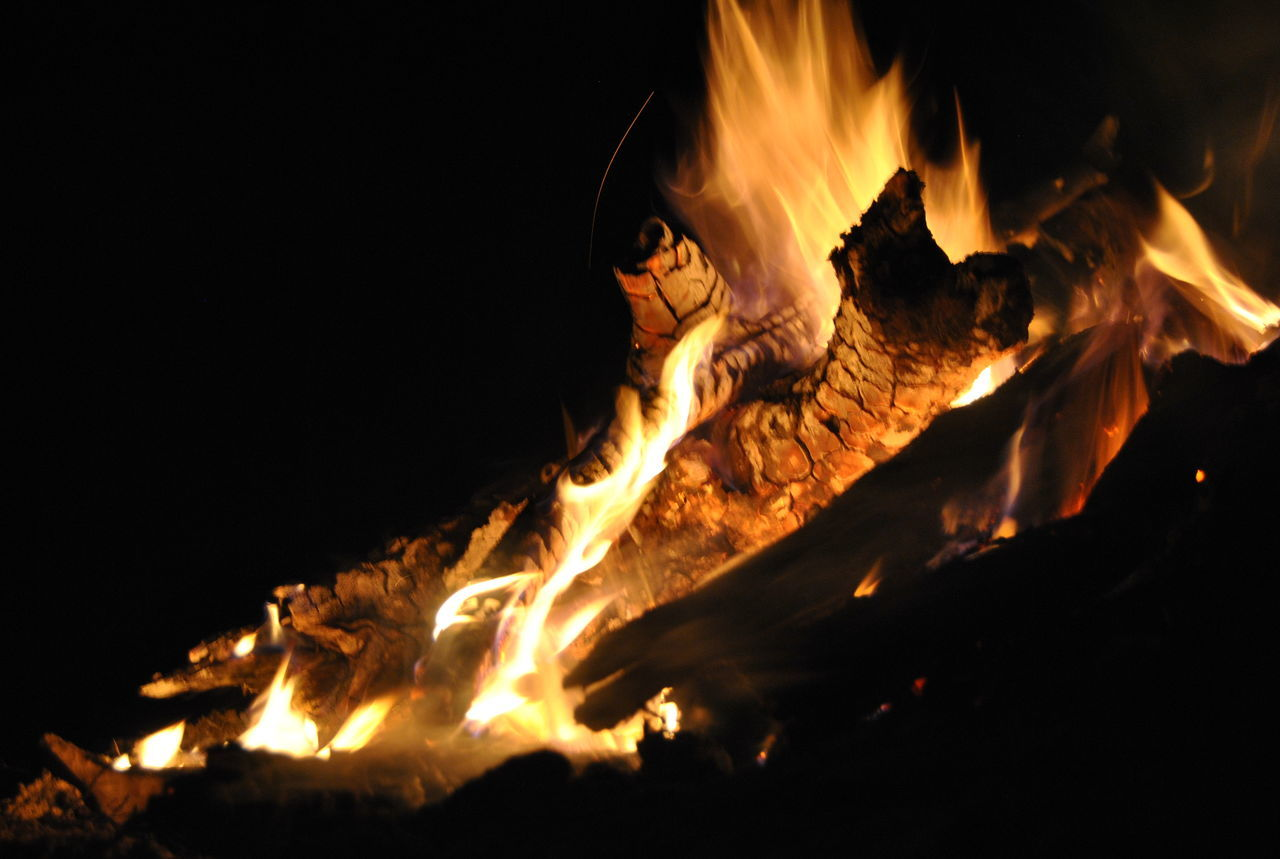 Fire Flame Red Dance Of Lights Wood - Material Wood In Flames Wood In Fre