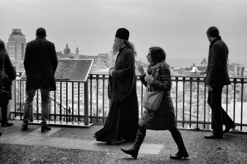 Beautiful stock photos of schwarz weiß, full length, railing, rear view, people