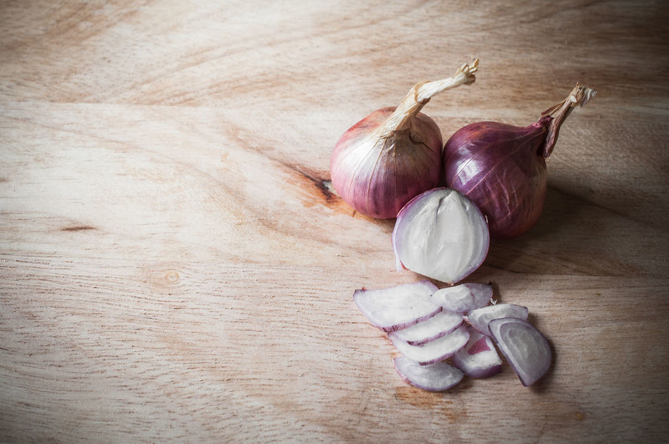 Close-up Day Food Food Stylist Garlic Bulb Healthy Eating Indoors  No People Onion Still Life Table Wood - Material