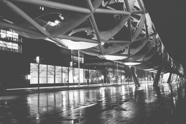 Blackandwhite Streetphotography Streetphoto_bw Street Photography Monochrome The Street Photographer - 2015 EyeEm Awards The Architect - 2015 EyeEm Awards Rain Cityscapes Public Transportation