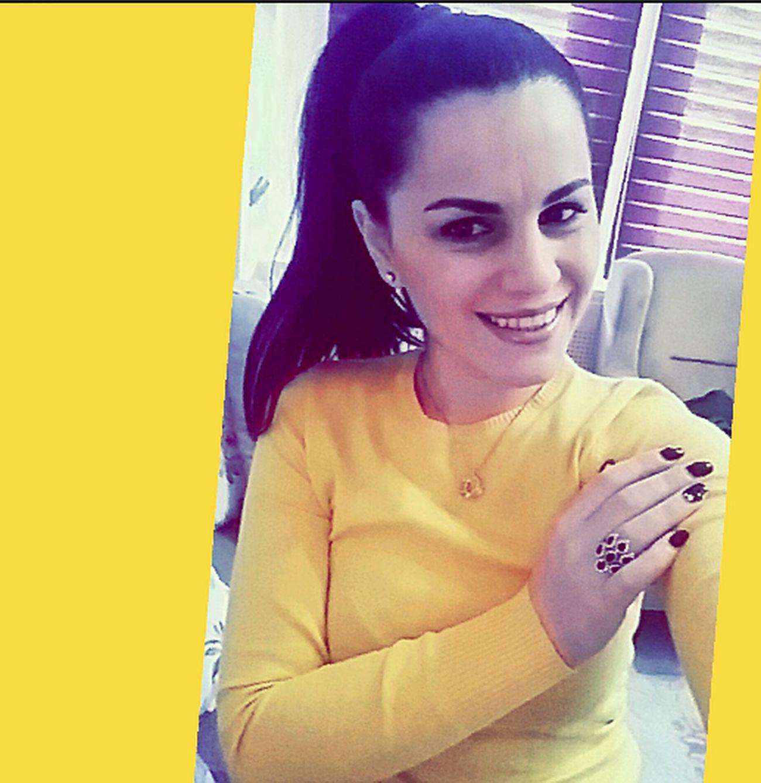 Hello World JustMe Smile MakeMeStronger Lifeisgood Justenjoy Selfportrait Yellowcolor