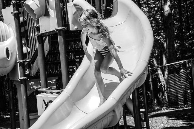 Girl Playing Outdoors Playground Summer Fun Mädchen Spaß Sommer Unschuldig девушка игра весело лето Ragazza Giocando Verano Divertimento Innocente
