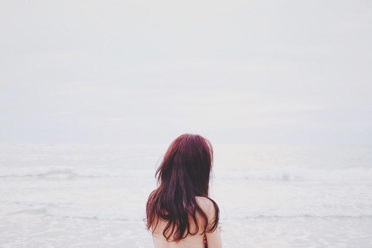 VSCO Vscocam Autumn Beautiful Girl Seaside Melancholic Landscapes FujiX100T Model Seascape Landscape Sea Vscogood Girl Beach White Album Let Your Hair Down The Portraitist - 2016 EyeEm Awards