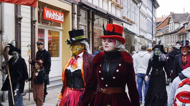 Up Close Street Photography Streetphotography EyeEm Best Shots Germany Sony A6000 City Walpurgisnacht