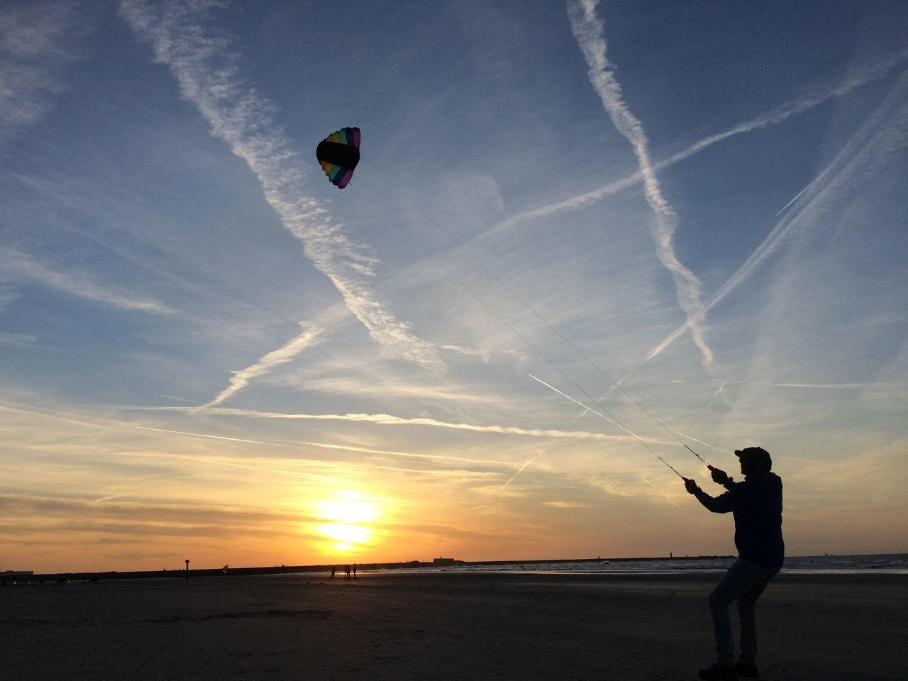 Adult Adults Only Beach Day Horizon Over Water Kite Kite - Toy Kitesurfing Nature One Man Only One Person Only Men Outdoors People Sea Silhouette Sky Standing