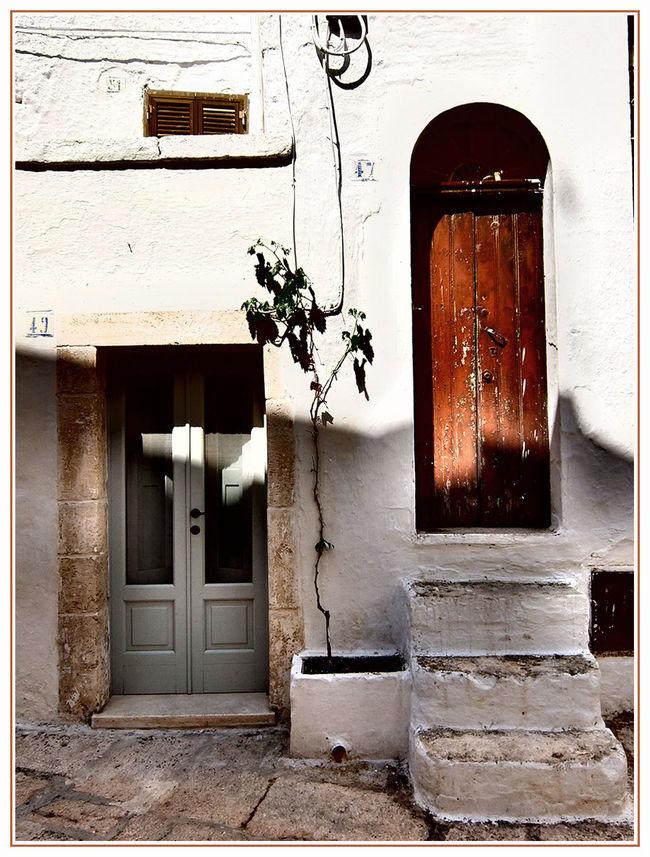 Due passi a Cisternino Doors Porte Street Cisternino
