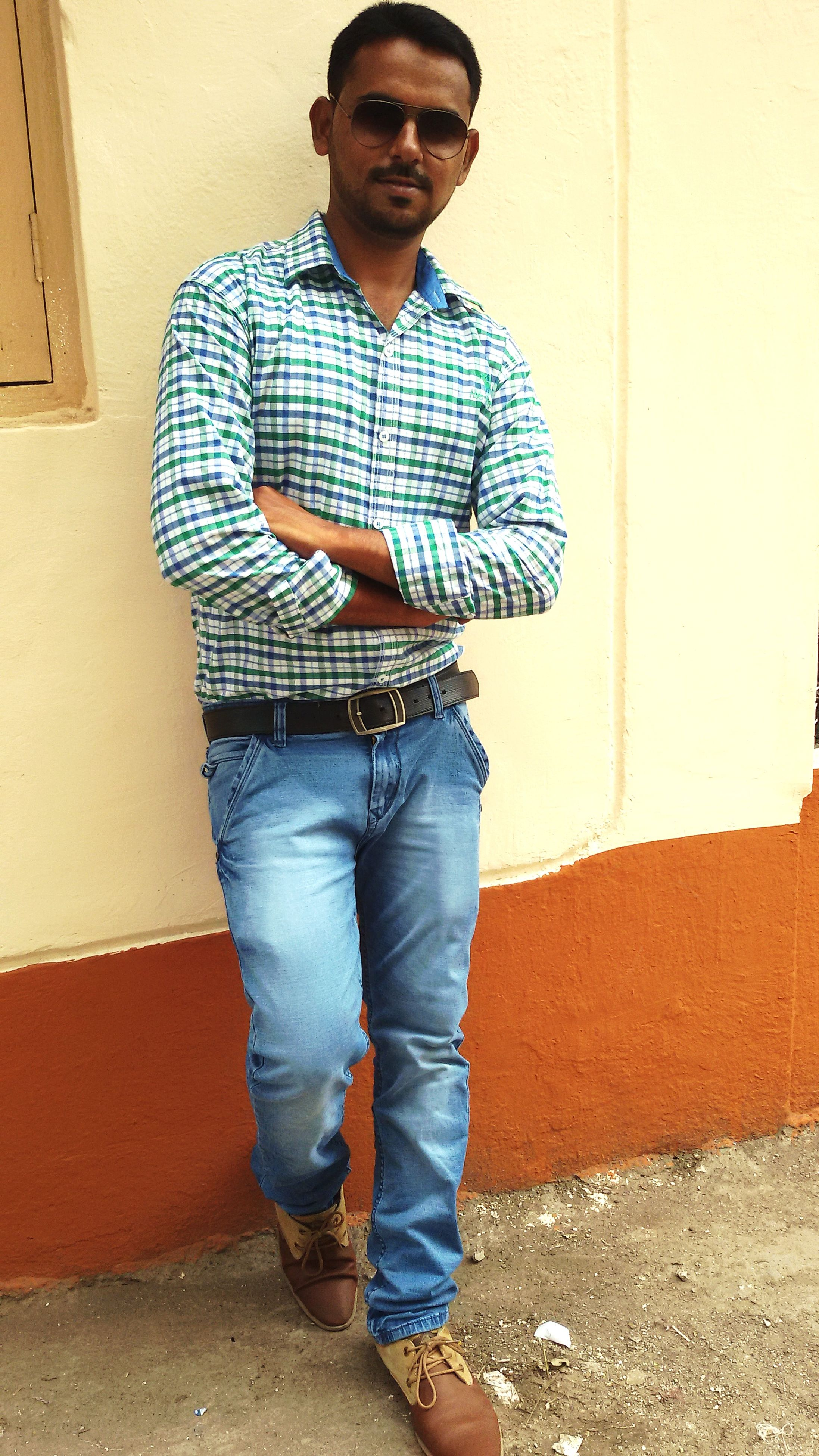 casual clothing, person, young adult, front view, standing, lifestyles, looking at camera, portrait, built structure, full length, young men, architecture, wall - building feature, leisure activity, building exterior, three quarter length, hands in pockets