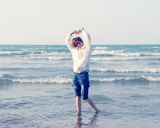 Sea Horizon Over Water Mouth Open Front View Standing One Person Nature Water Beauty In Nature Full Length Beach Scenics Sky Outdoors Looking At Camera Day Wave Young Adult People
