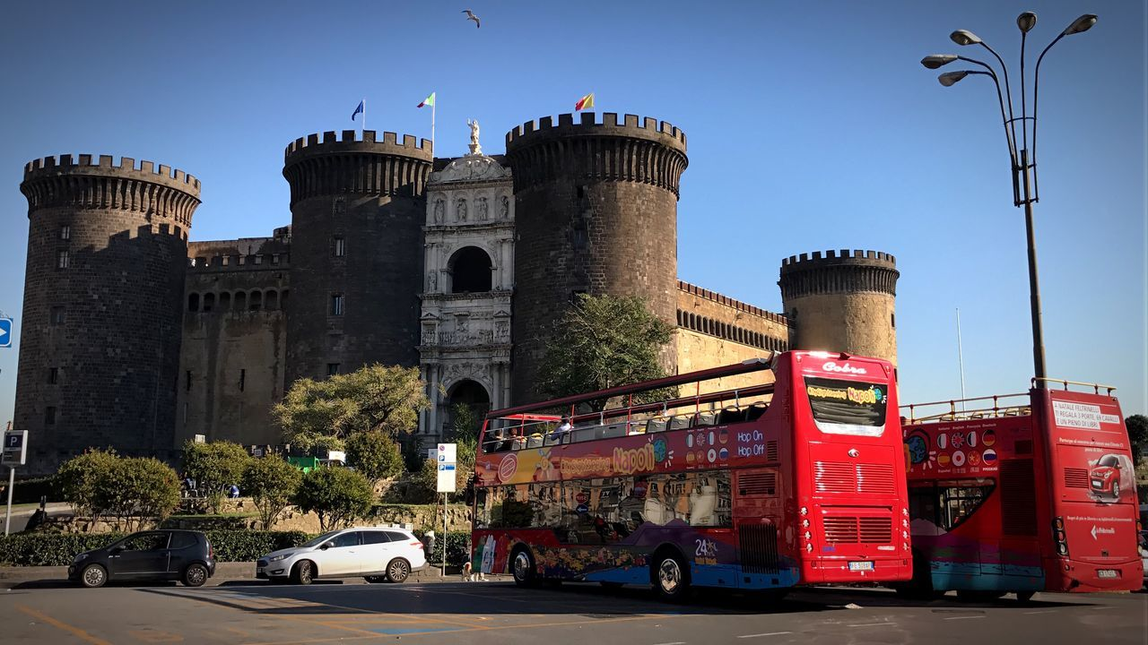 Una cartolina da Napoli Architecture Travel Destinations Built Structure City Sky Outdoors No People Day Napolipix Napoli Italy Napoli Maschio Angioino Maschioangioino Turismo