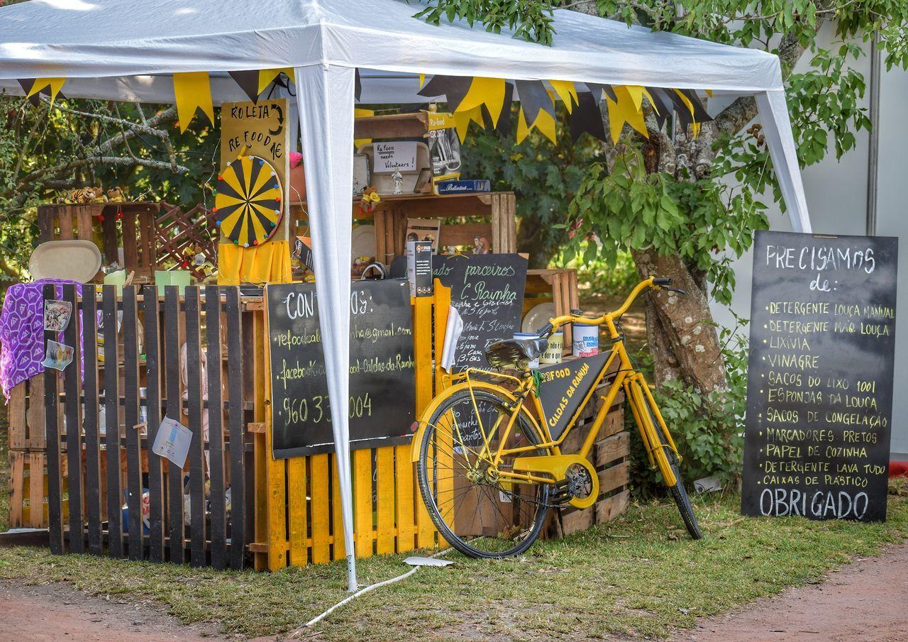 Text Bicycle Day Outdoors No People Lifestyles Obrigado Shop Shopping ♡ Shoopping Shoopingcar Feira FeiraCultural Gerador Caldas Da Rainha Caldasmercadodafruta Paint The Town Yellow