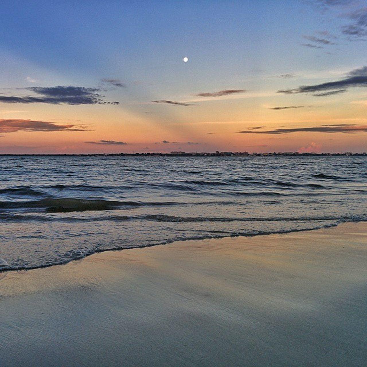 Good Evening | Tanzania . . . Afrique Silhouette Sunsets Beach Visiterlafrique Evening Tanzania Daressalaam Indaressalaam Nexus5 Nexusgraphy 😚