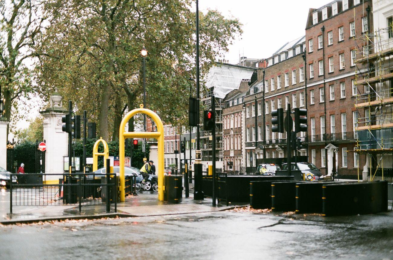Nov. tavel in london Taveling Trip 35mm Film Film Minolta Minoltax300 Film Photography Filmcamera England London Streetphotography Street Signallamp Traffic Lights Travel