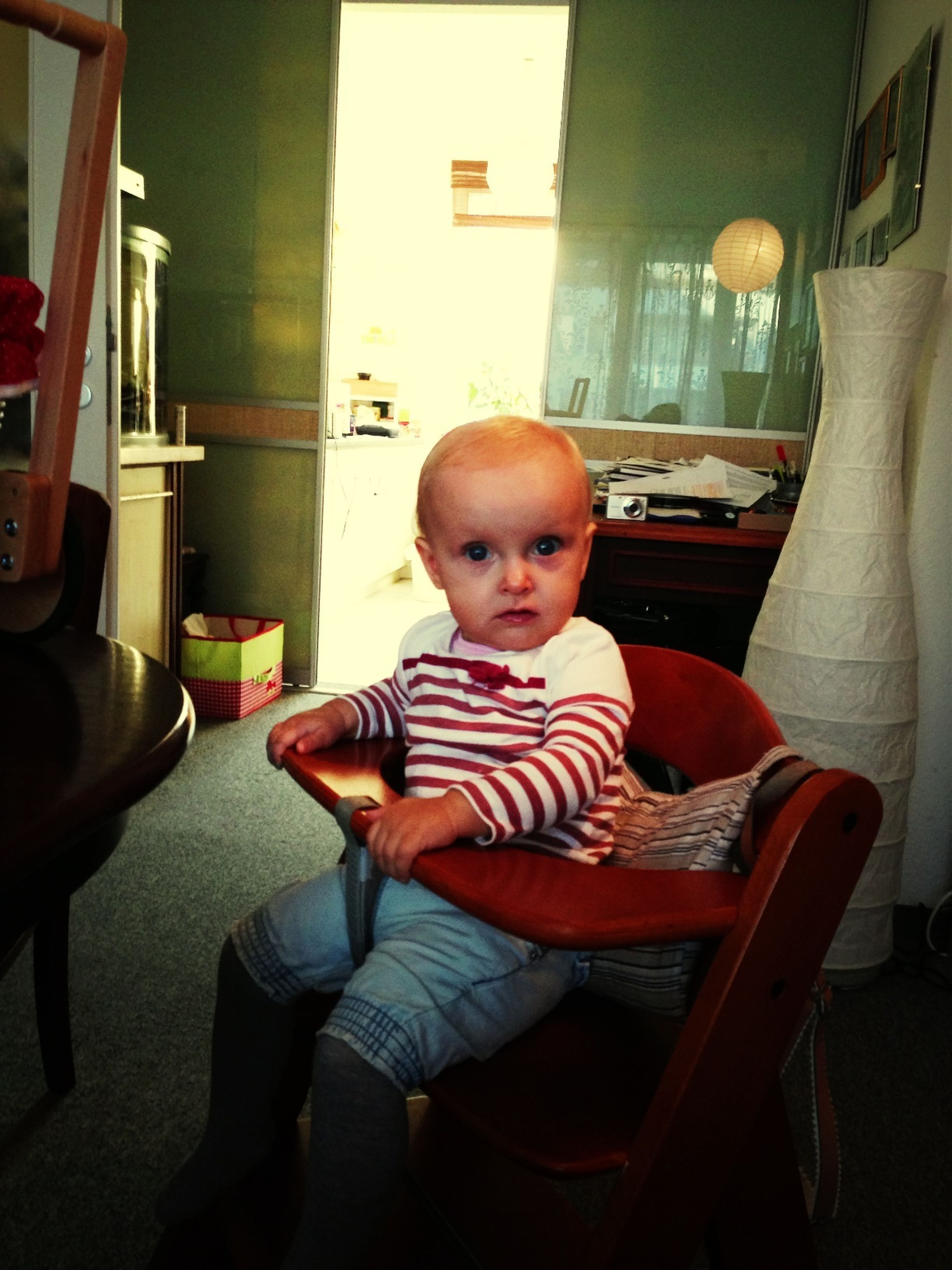 indoors, childhood, person, sitting, elementary age, casual clothing, boys, lifestyles, innocence, home interior, chair, leisure activity, cute, table, girls, front view, toddler, relaxation