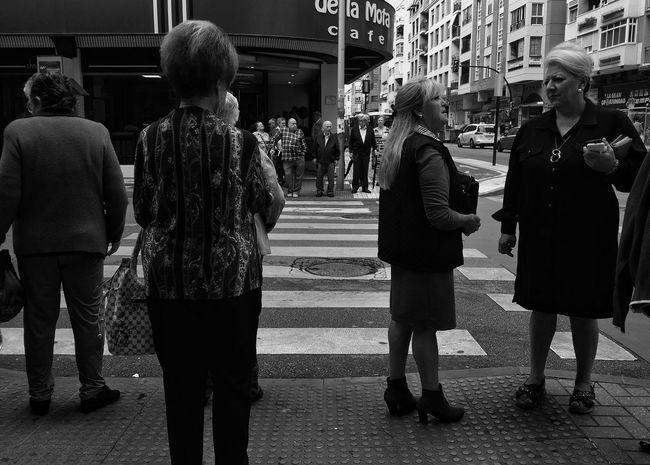 Street moments Streetphoto_bw Black & White Streetphotography Eyeemgallery EyeEm Bnw Monochrome Streetphoto_bw EyeEm Best Shots - Black + White EyeEm Masterclass Streetphotography_bw Monochrome Photography Eye4photography  From My Point Of View NEM Black&white People Are People People And Places EyeEmBestPics Black & White Blackandwhitephotography EyeEm Gallery