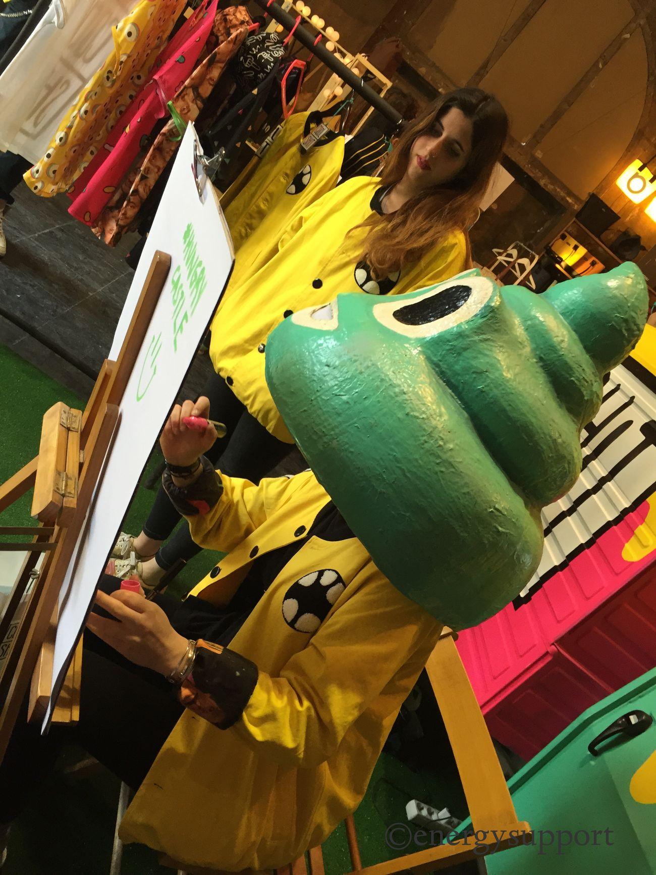 😅😅💩😅😅 @baltasar71 @esther_arumi @ateliervintage50 😂😂😂@energysupport @hungrycastle #hungrycastle #sandraenergysupport #barcelona #PaloAltoMarket @borisrimbau #scoopcomunicacion Hungrycastle Paloaltomarket Streetmarket Cool Portrait Sandraenergysupport