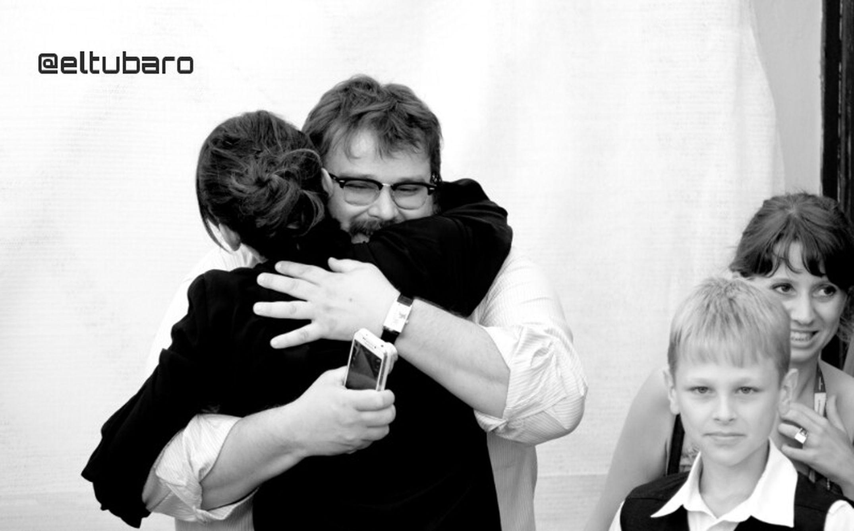 Giuseppe Battiston Venicebiennale70 La Prima Neve Photocall abbraccio con Anita Caprioli e Matteo Marchel