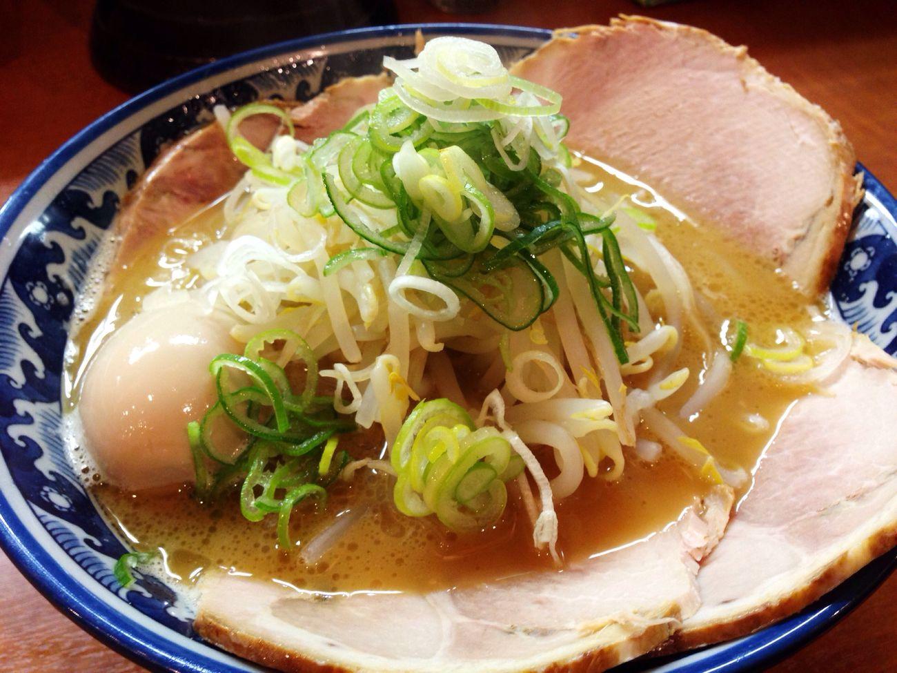Enjoying A Meal ラーメン Noodles Ramen