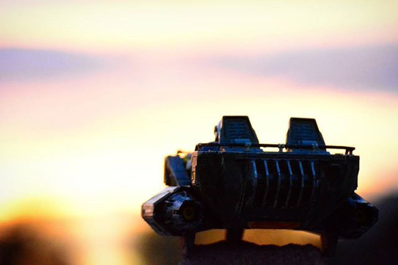 Into the sunset...Toyonlocation Toy_nerds Snowspeeder Custompaint Toyart Starwars Igers Portrait Sunset Toycrewbuddies Toys Tinyspacemanadventures Toygroupalliance Art Toygroup_alliance Toystagram Toyart Toypictures Arizona Toyphotography Toyboners Phxtoypics Figurine  Collectable Actionfigure clean_captures photooftheday