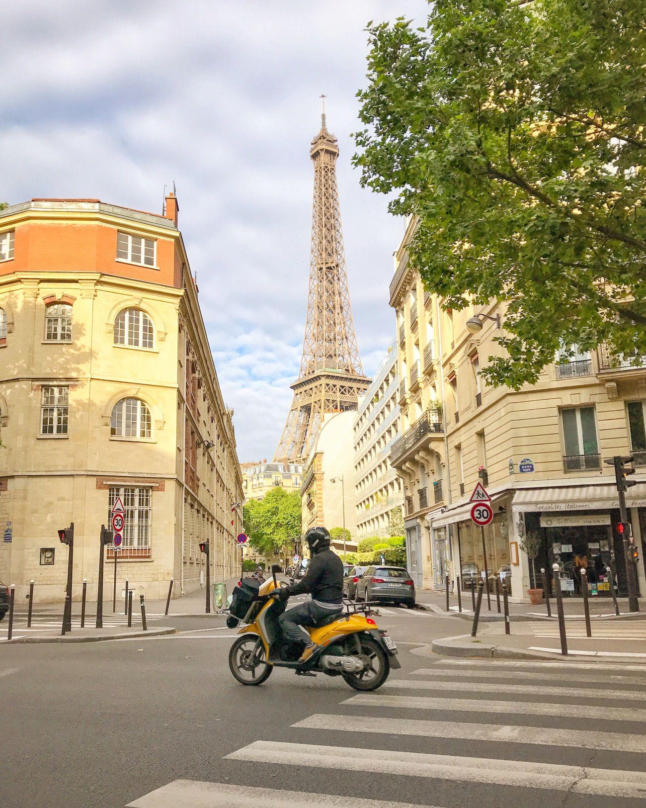 Bonjour Paris! Have a great weekend! City Street City Tour Eiffel Eiffel Tower EyeEm Best Shots Parisweloveyou Paris Photooftheday Eyem Best Shot - Architecture Paris ❤