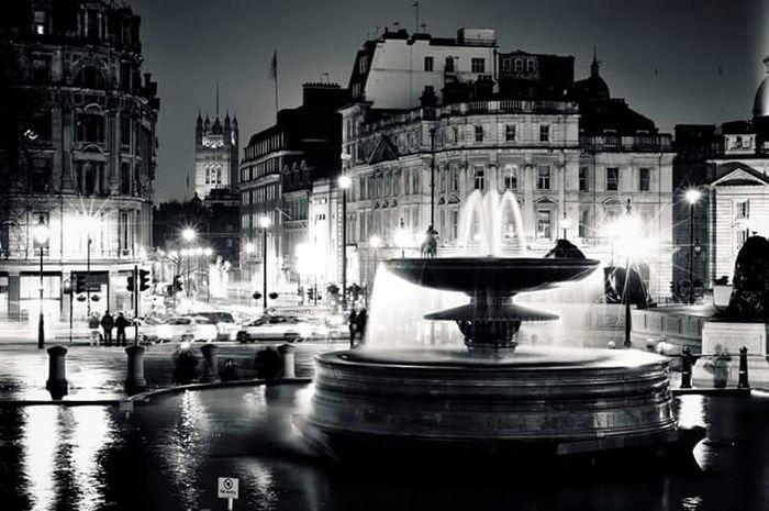 London Great Britain Water Love London Trafalgar Square Black And White My Beautiful City The City I Live In Evening Light Bnw Streetphoto_bw Like4like BIG Long Exposure