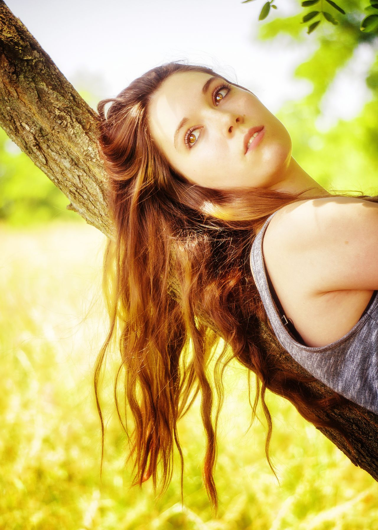 Beautée sauvage. One Person Outdoors Human Body Part Nature Only Women Young Adult One Woman Only Young Women Beauty In Nature Portrait Tree Real People Human Face Hair Hairstyle Long Hair