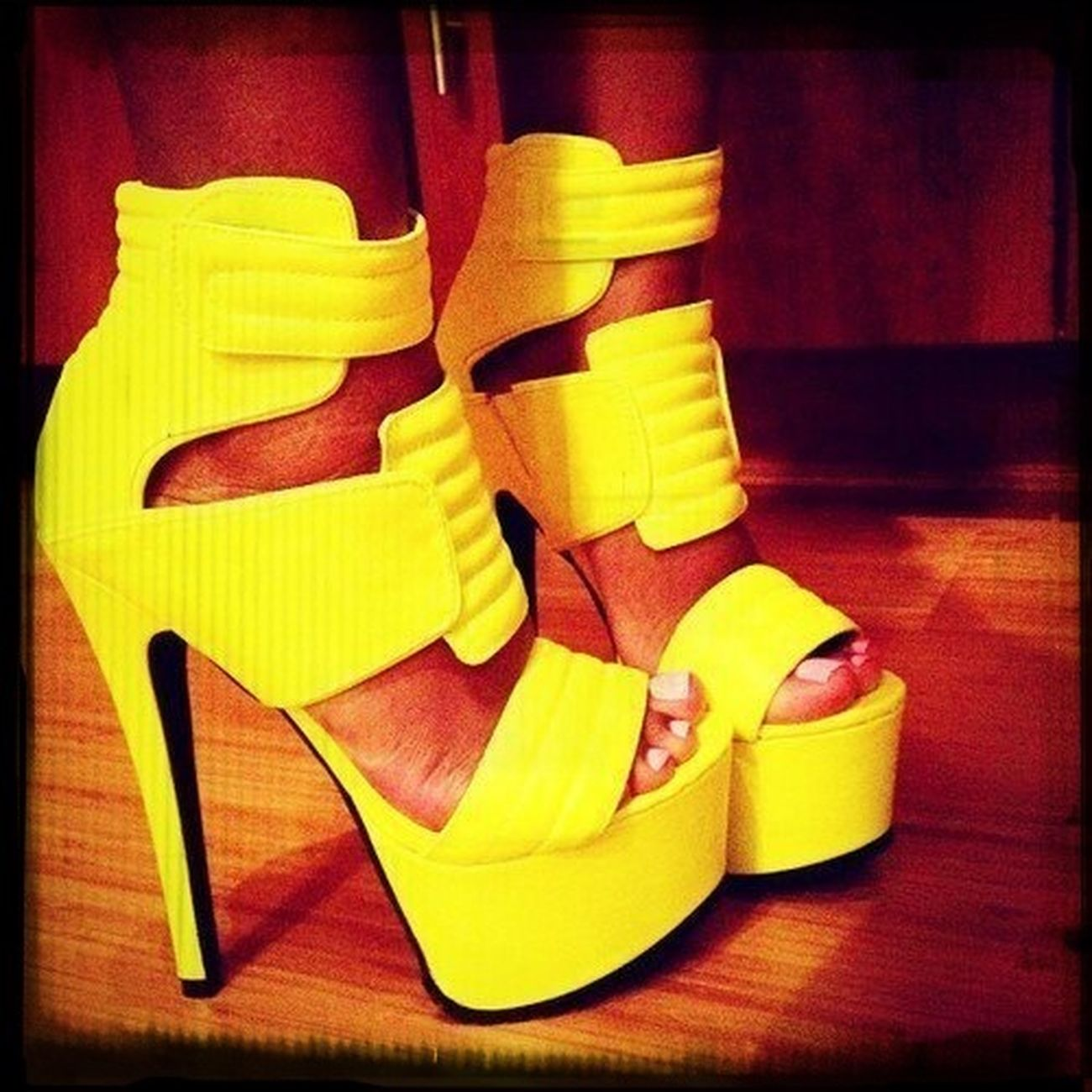love my neon yellow sexy shoes!!