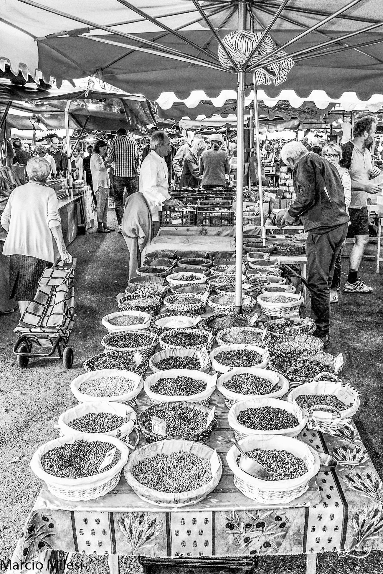 Feira!! #blackandwhite #grains #market Day Large Group Of People Men People Real People