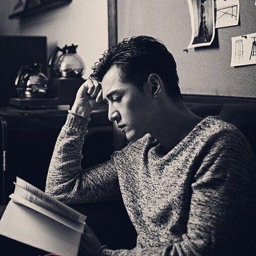 【23:00 HIM ❤️❤️❤️】男神在这里! 大家,晚安!📚 First Eyeem Photo Best EyeEm Shot Reading Books Blackandwhite Love China Huge Handsome