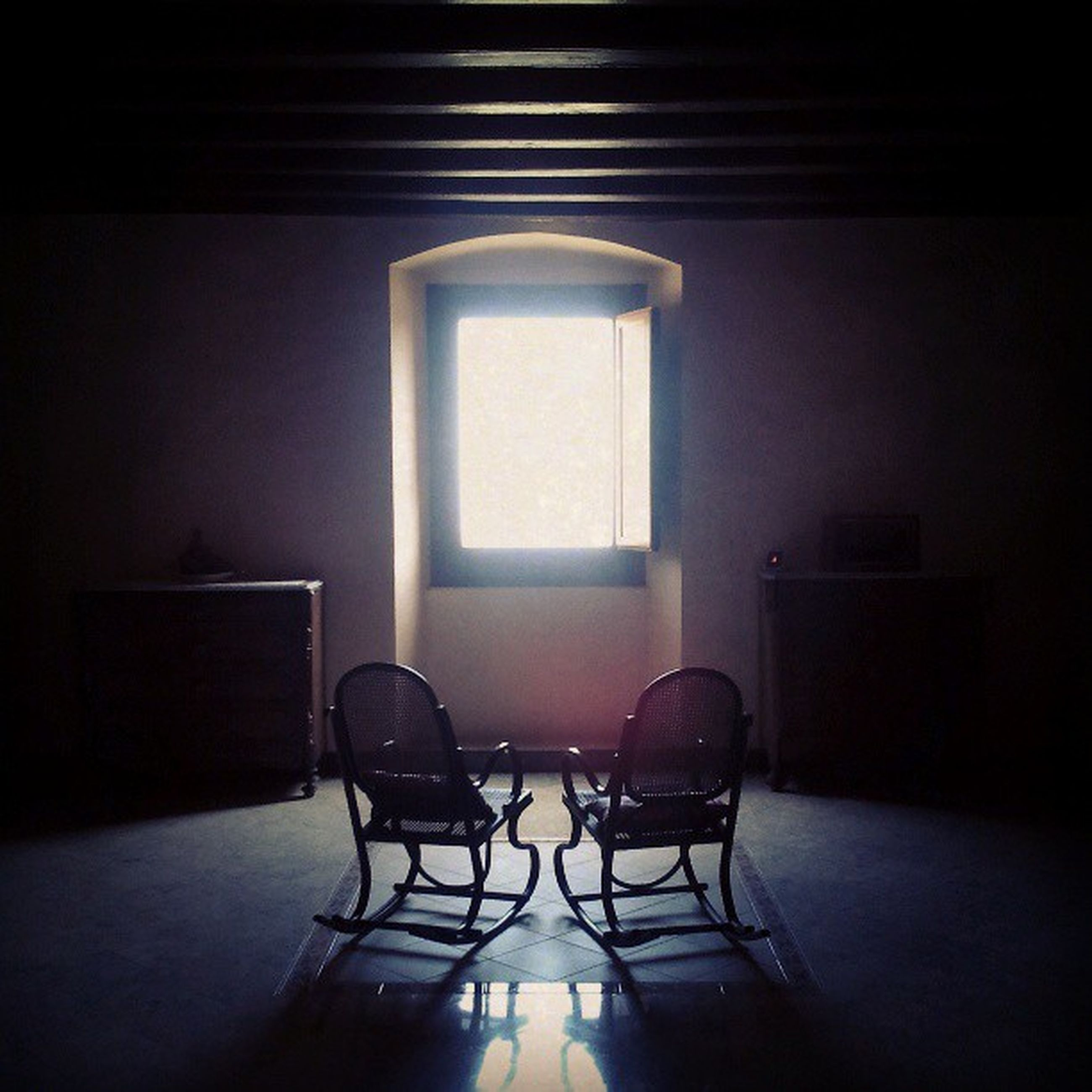 indoors, absence, empty, chair, table, home interior, window, domestic room, furniture, architecture, room, seat, sunlight, house, flooring, no people, home showcase interior, built structure, wall, wall - building feature