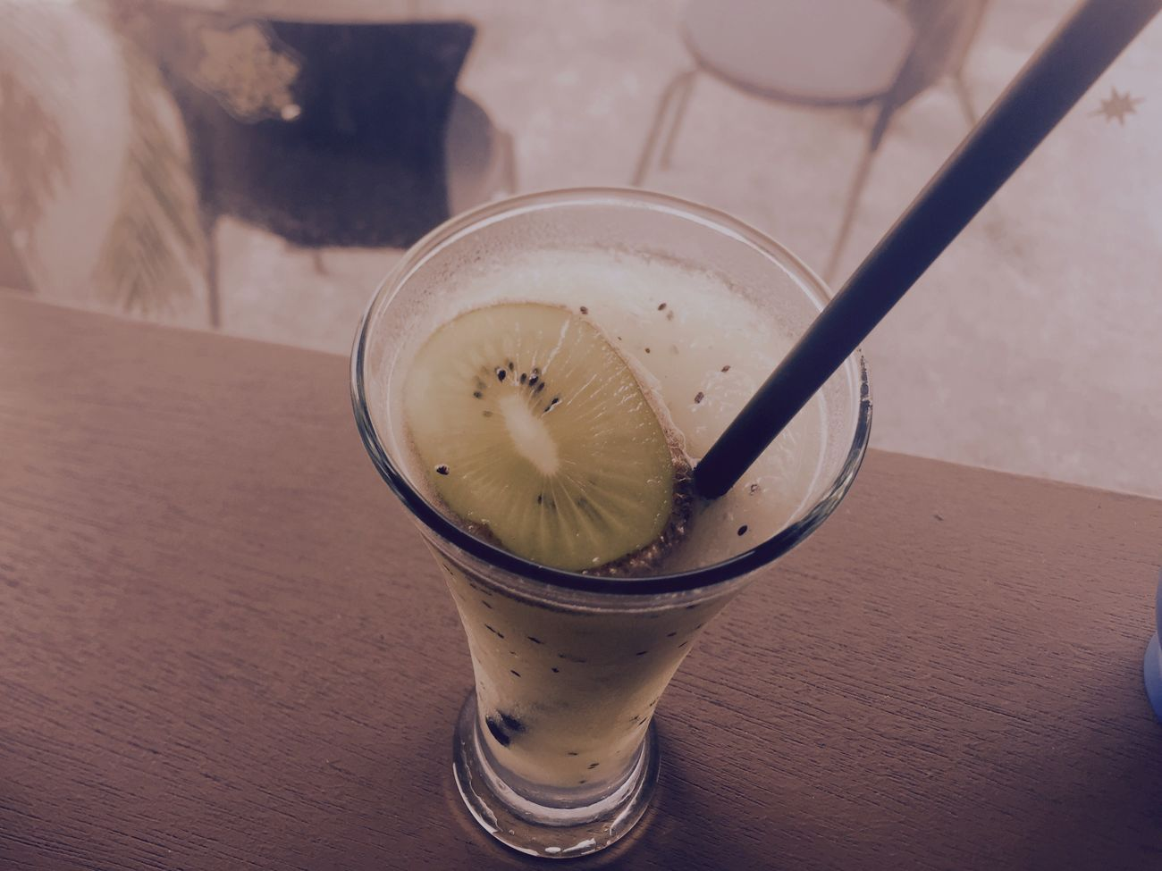 a cafe smoothie kiwi flavored drink