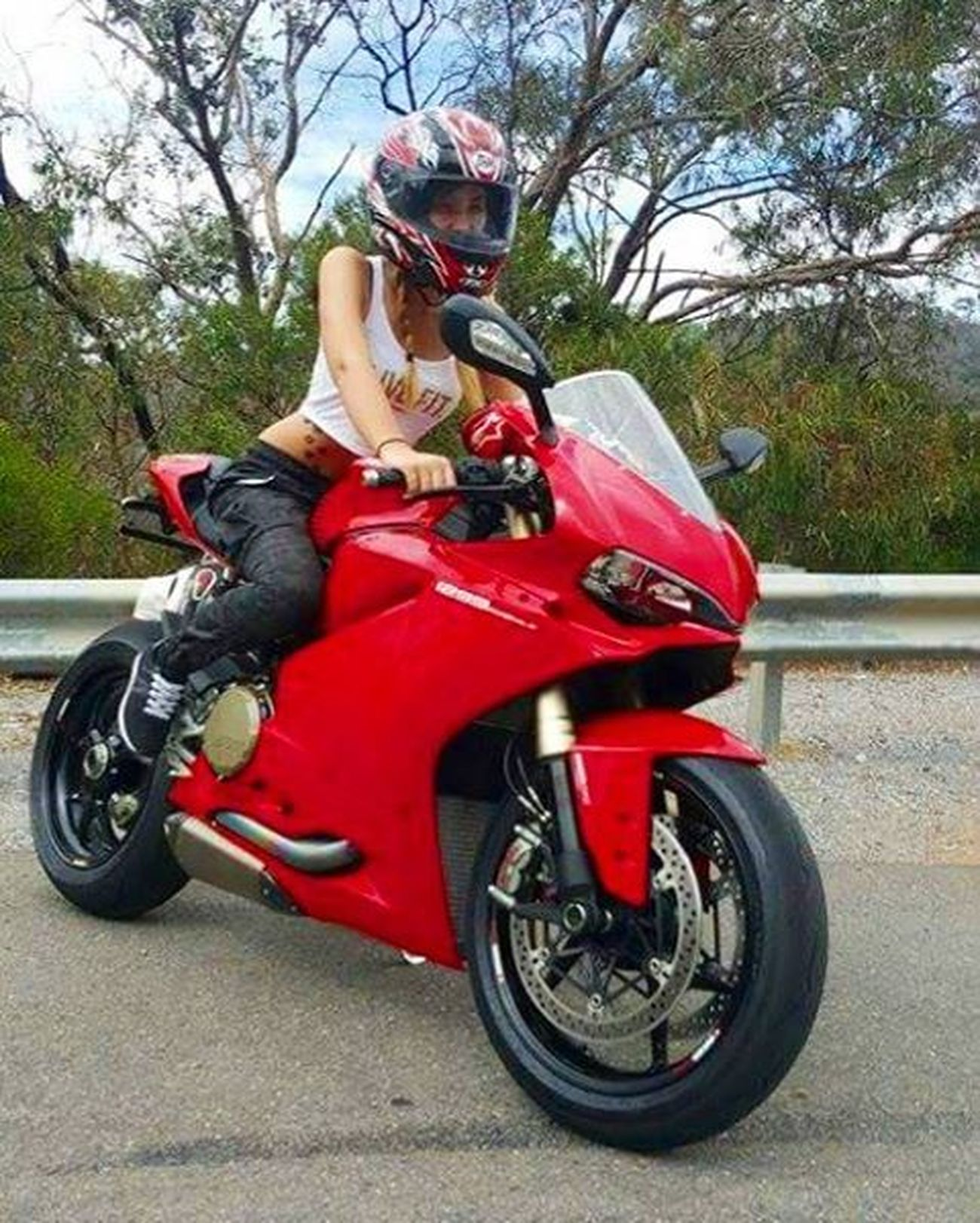 Took this beast for a bit of a spin today. Love me some HP! Ducati 1299 Red Gorgeroad HP Vtwin Bikergirlsofinstagram Bikeswithoutlimits Riderich Gopro Rollingontwo Womanwhoride Bikelyf Bikelife Motorcycle Bikes Motorbikes Yoshimura Exhausts Eatsleepshiftrepeat Fitgirls Fit CropTop Modelmaterial Twowheelsandheels moto_wikki bikedocfeatures pimpstarlife camo saaraazh