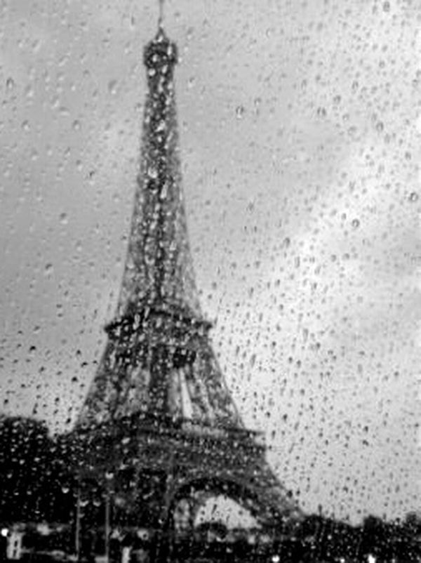 Window View Paris, France  Taking Photos Check This Out Eiffeltower EyeEm Gallery From My Point Of View Architecture Eiffel_tower  Paris Tour Eiffel Things I Like Blackandwhite Blackandwhite Photography Rainy Drops Rainy Window Rainy Day Eye4photography  Eyeemphotography Toureiffel From My Perspective Black And White Photography Black And White Blackandwhitephotography Relaxing