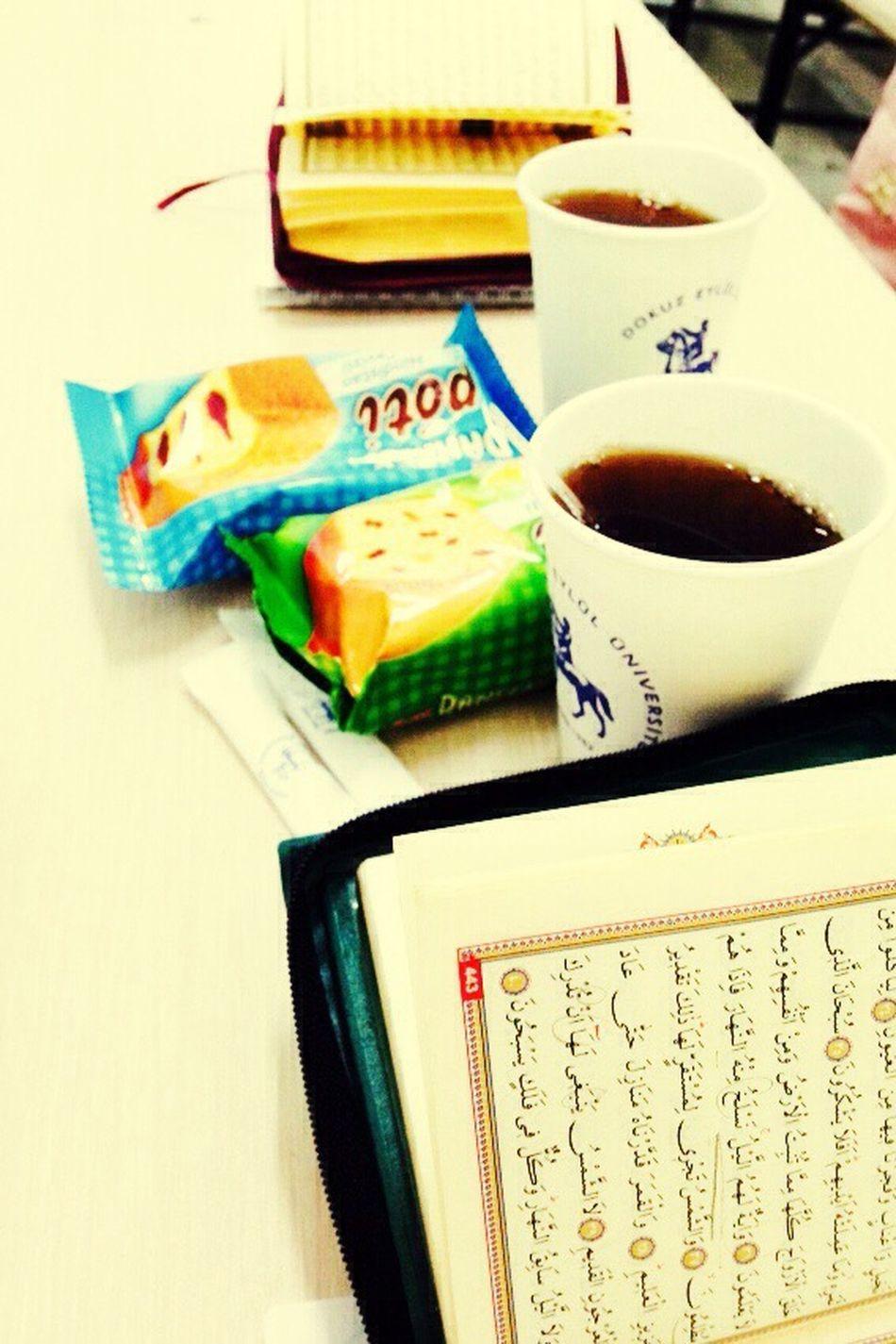 Mezun oluyoruz ya hiç ummadığımız hocamızdan ikramlar.. Allah İslam yolunda Kur'an ve imanla ölüm nasip etsin ☺️☺️ Dokuz Eylül Üniversitesi IlahiyatFakültesi Kuran-ı Kerim Dersim Son