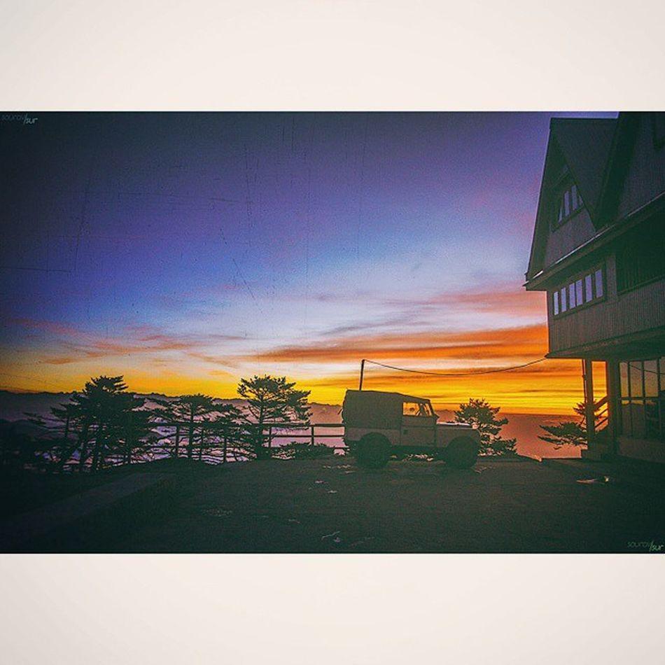 Squaredroid Picoftheday Instapic Instapicture Photooftheday Sandakphu Earlymorning  Sunrise Sky BoysTrip Awesomeview Chilling Like4like Followme Jeep Photograph Photographie  Photography Weather TooCold