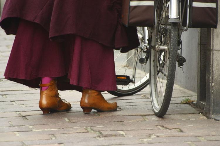 Bike Bruges Brugesbybike City Citylife Feet Ladyonbike Parked Shoes Stationary
