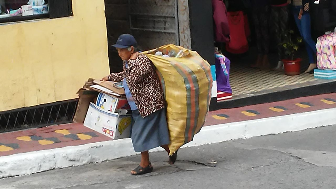 Traditional Clothing Hardwork Elderly South America BañosEcuador