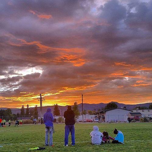 I seen this beautiful sky tonight at my daughters soccer game in Central Utah. Sky Skyporn Clouds Sun Sunset Sunshine Night Mothernature Soccer Daughter Ilovemykiddos Centralutah Utahgram Utahgrammers Lnlphotofarmphotography Johnnylopezthephotographer Johnnyphotos Peace Lovelife Meditation X