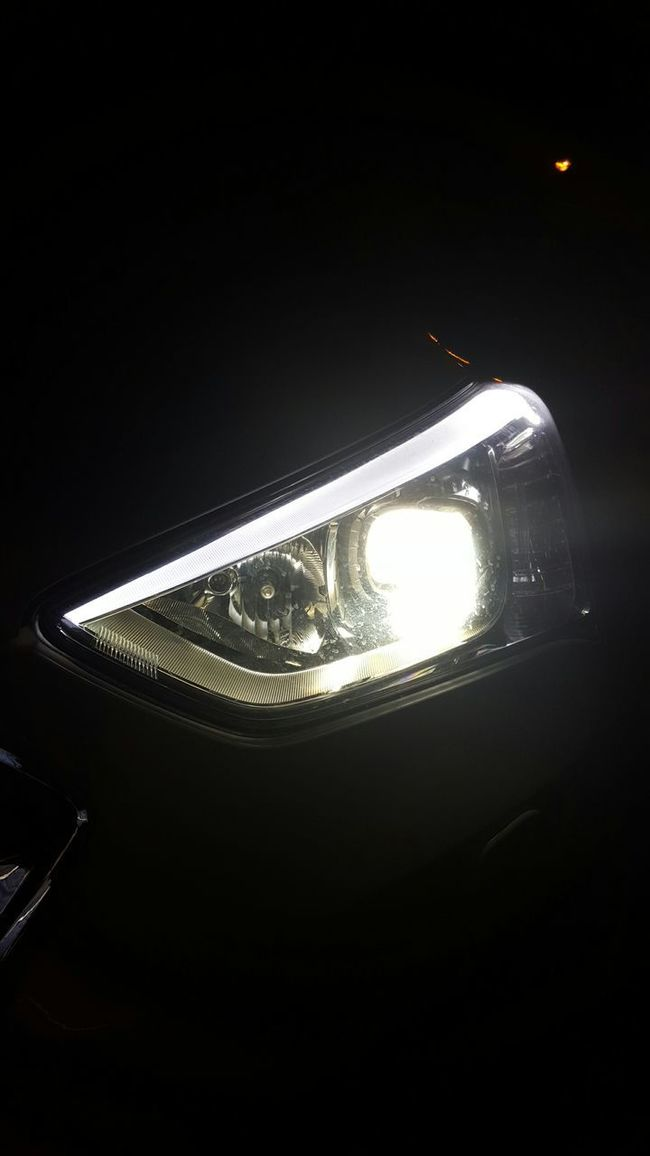 Eye Cars Headlights Projector Headlamp Eyebrow Hyundai Hyundai Santa Fe Phoneography My Smartphone Life Steetphotography Street Photography